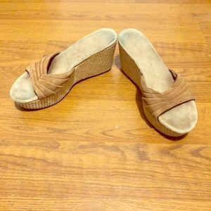 UGG Sandal Wedges Size 6.5 in Good Condition